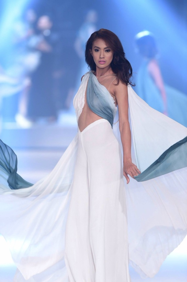 Justine Gabionza in Francis Libiran during the TRESemmé  Runway Ready Fashion Event (Photo credit: Bruce Casanova)