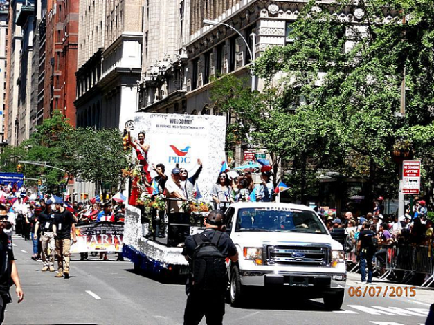 Bb. Pilipinas Intercontinental 2015 Christi Lynn McGarry waves to the crowd during the 117th Philippine Independence Day Parade in Manhattan (Photo credit: Cesar Obrero)