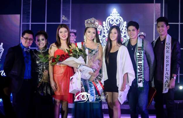 Miss Esplanade Philippines 2015 Aurora Asuncion (center)  with some members of the judging panel and winners of Misters 2015 The Pageant (Photo credit: Joy Arguil)