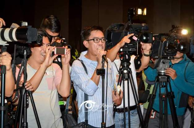 Your blogger during the coverage of the victory presscon of Miss Globe 2015 Ann Colis (Photo credit: Joy Arguil)