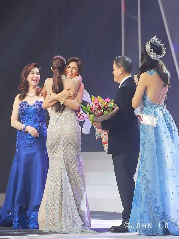 Hillarie getting a tight hug from Miss World 2013 Megan Young, while Cory Quirino, Ben Chan and Valerie Weigmann look on (Photo credit: John Co)