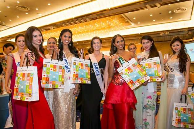 Miss International 2014 Valerie Hernandez (3rd from right) with the other delegates, including Janicel (2nd from left)